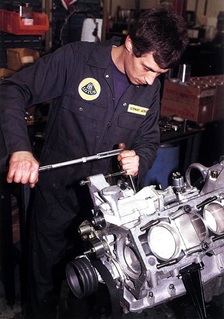 Assembly_of_Lotus_Esprit_Engine