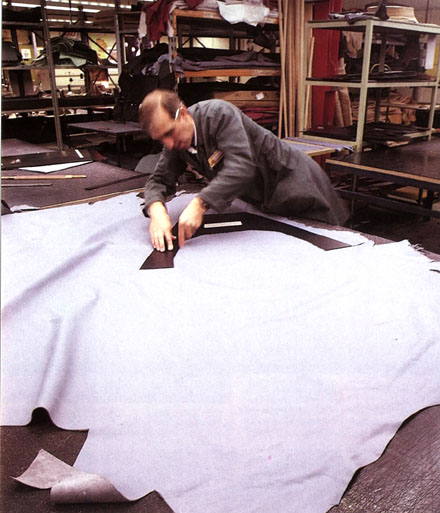 Cutting_Upholstery_Leather
