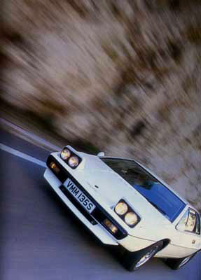 Lotus_Esprit_S1_White_Front_View