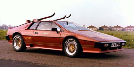 Lotus_Turbo_Esprit_James_Bond_007
