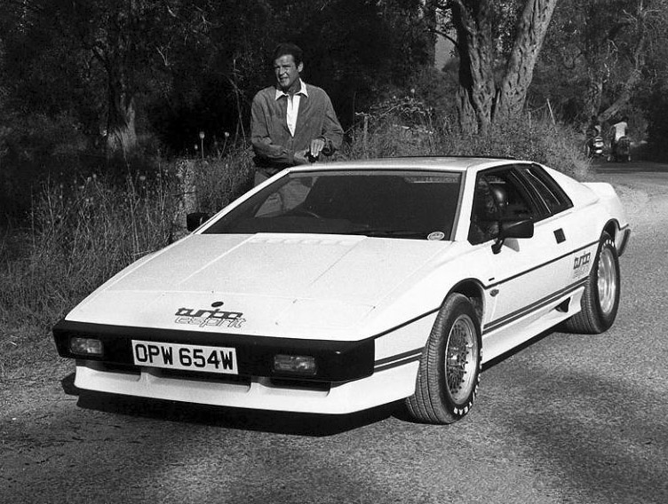 Ski Rack For Car >> James Bond's Lotus Esprit Turbo