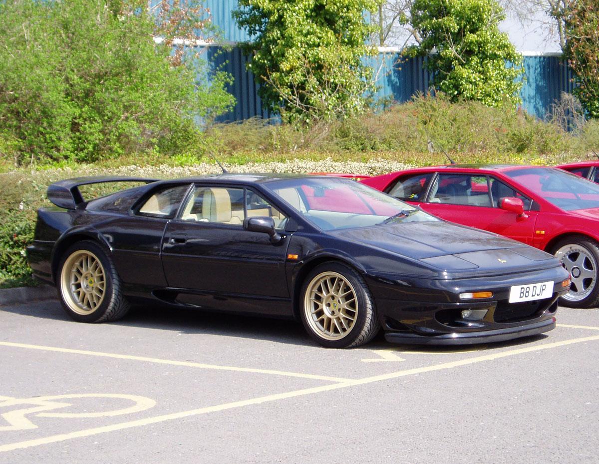 Lotus Esprit V on Lotus Esprit S1 Engine